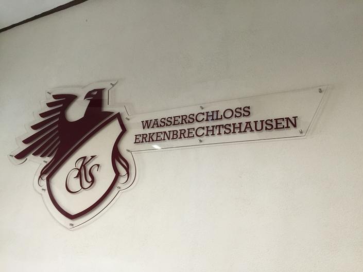 Acrylglas-Schild, hergestellt von Schickerei Werbetechnik
