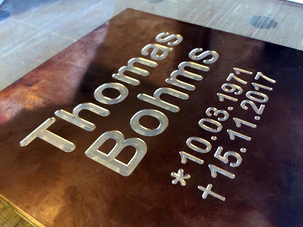 Frästeile und Gravuren, Bronzegravur, hergestellt von Schickerei Werbetechnik