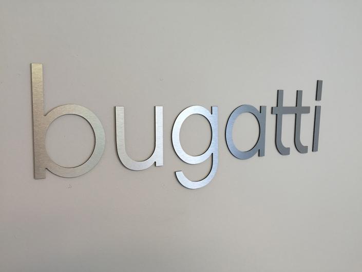 Edelstahlbuchstaben, hergestellt von Schickerei Werbetechnik