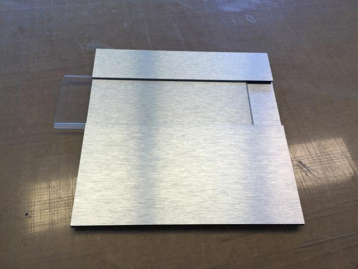 Edelstahl-Türschild, hergestellt von Schickerei Werbetechnik