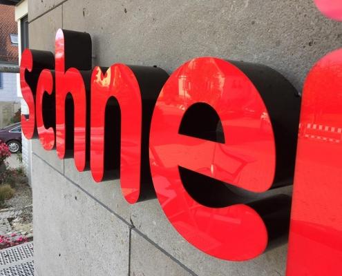 Leuchtbuchstaben aus Acrylglas, hergestellt von Schickerei Werbetechnik