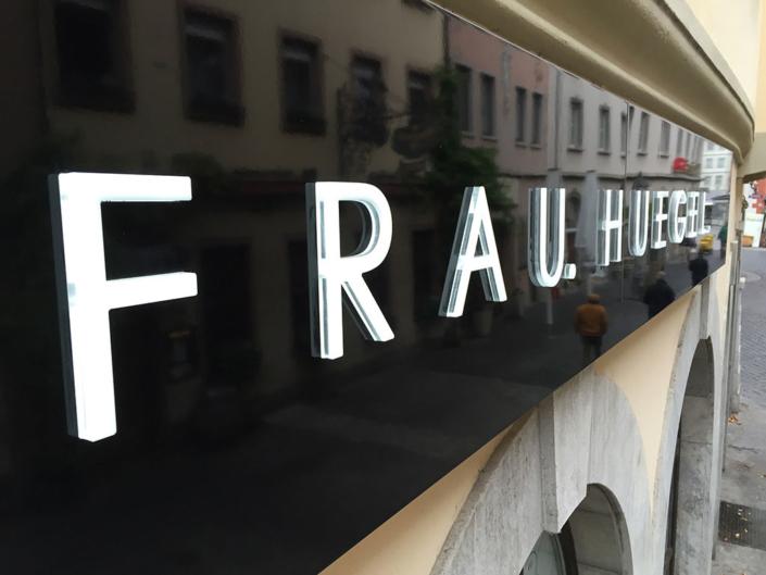 dekupierte Leuchtbuchstaben, hergestellt von Schickerei Werbetechnik
