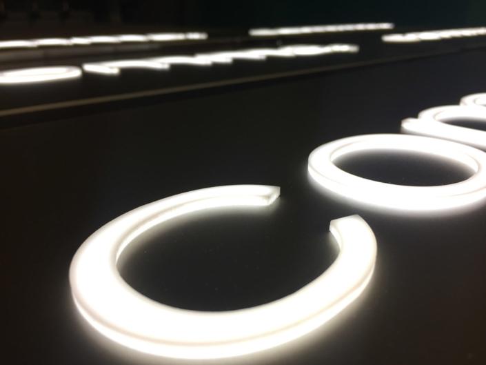 Leuchtbuchstaben dekupiert, hergestellt von Schickerei Werbetechnik