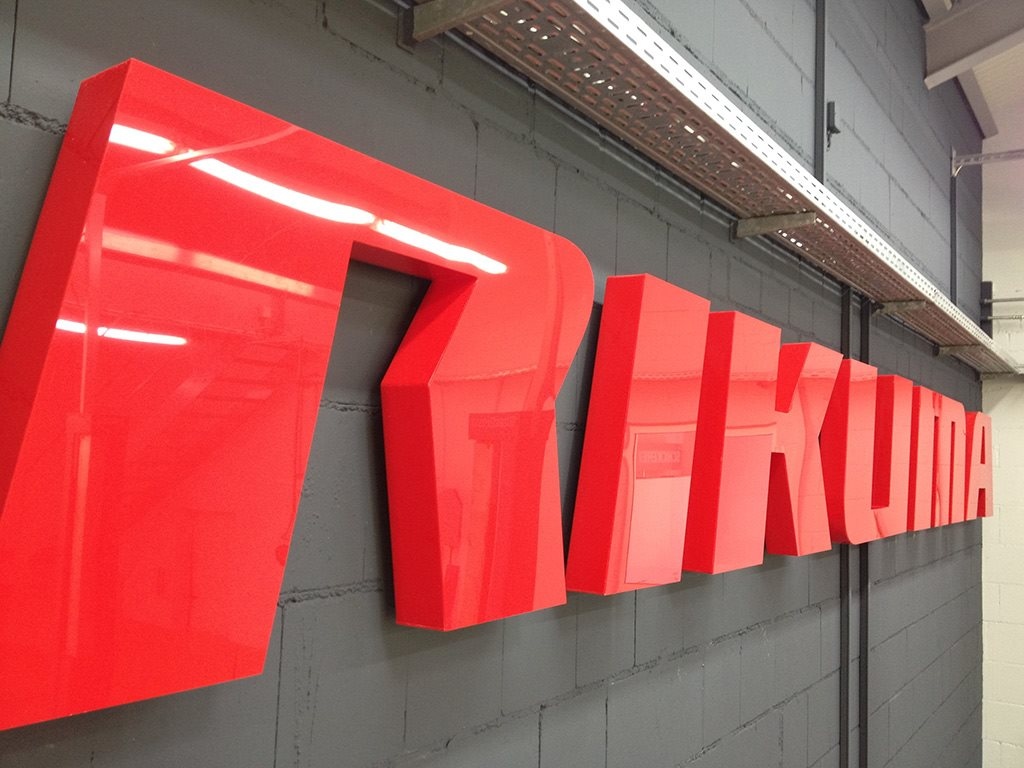 3D-Buchstaben aus Acrylglas, hergestellt von Schickerei Werbetechnik