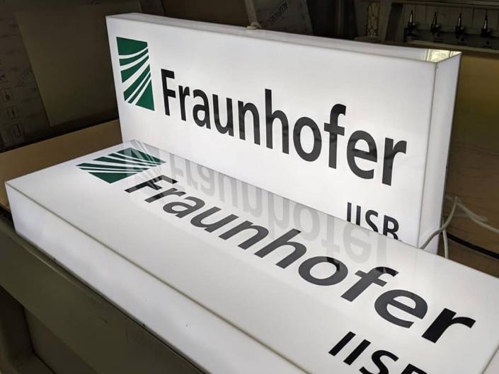 Leuchtkasten Fraunhofer, hergestellt von der Schickerei